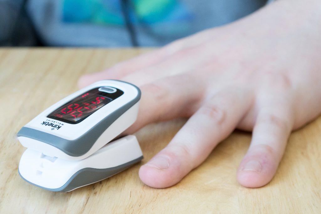 Kinetik Wellbeing Finger Pulse Oximeter - Blood Oxygen Level Device